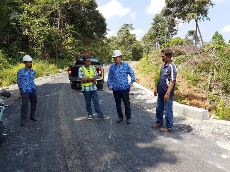 Peninjauan Proyek Pengaspalan Jalan Bonebone-Bantimurung